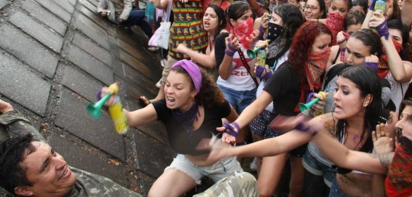 Przemoc koboet wobec mężczyzn nie podpada pod konwencję fot: imgur.com