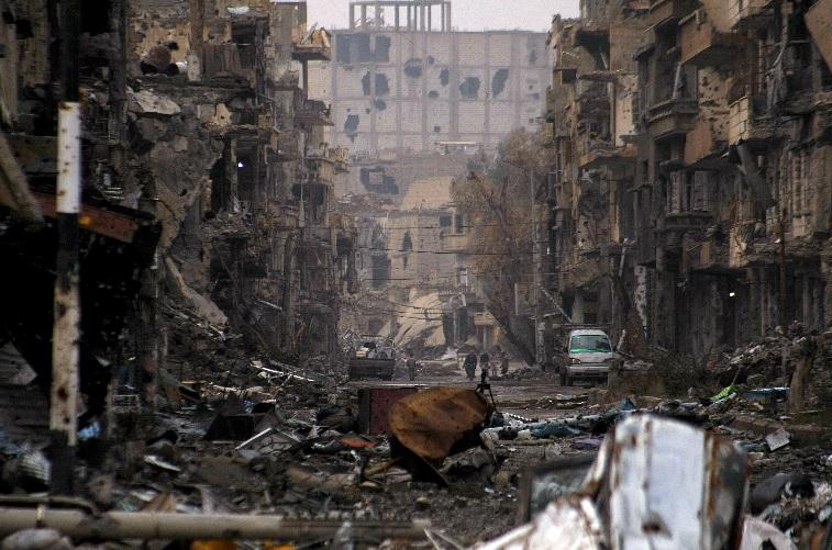 """Syryjskie miasto Deir ez-Zor. Dopiero 2 lata po wykonaniu tego zdjęcia """"uchodźcy"""" zaczęli masowo """"uchodzić"""" do Europy. fot: dailynewsegypt.com"""