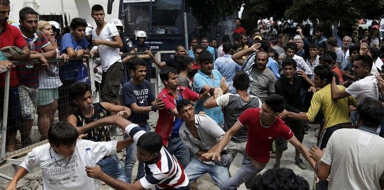 Uchodźcy umilają sobie czas tradycyjną zabawą islamską