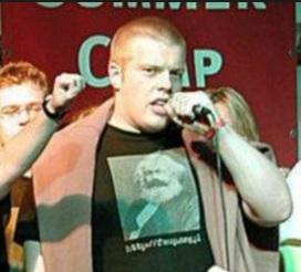 Zandberg przemawia w koszulce z Marksem